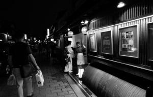 geisha_gion_kyoto_washi