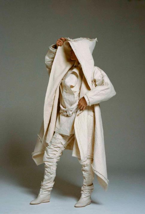 ISSEY MIYAKE Création 1982 - Photo:Eiichiro Sakata